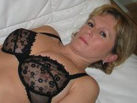Mature amateur mom Andrea