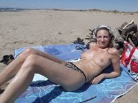 Nude sunbathing wifes shows off her