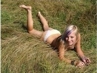 Slim n sexy blonde babe outdoors