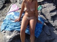 Outdoor pics of cute naked amateur girls