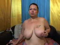 Chunky webcam babe plays with her ass