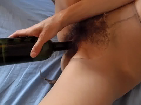 Play 'Girl fucks her hairy cunt with a bottle'