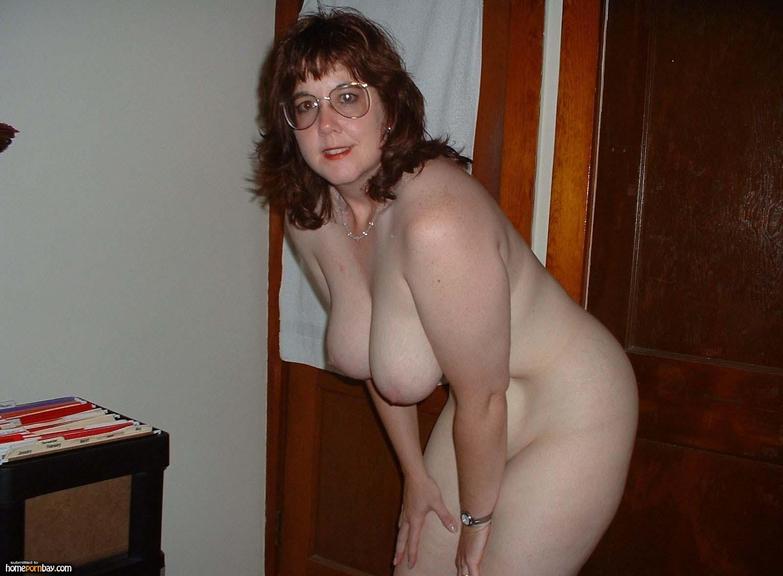 nude mature amateur glasses