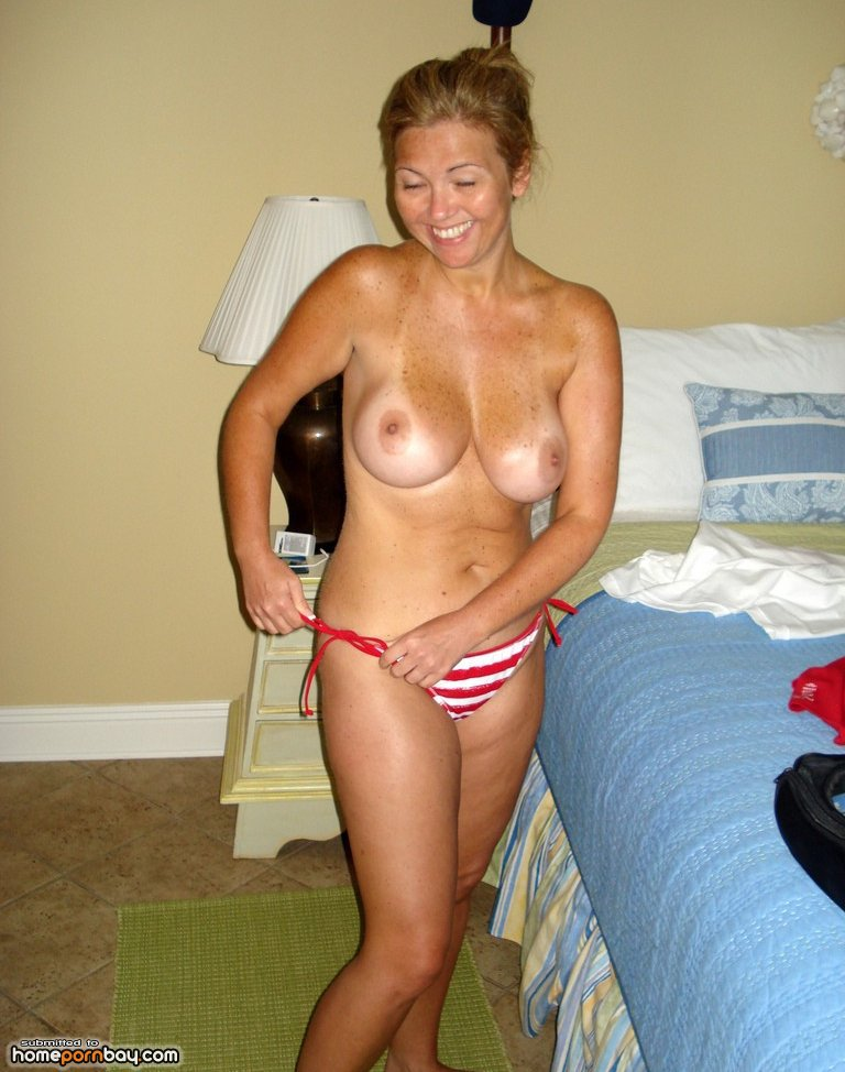 topless Amateur mature housewife