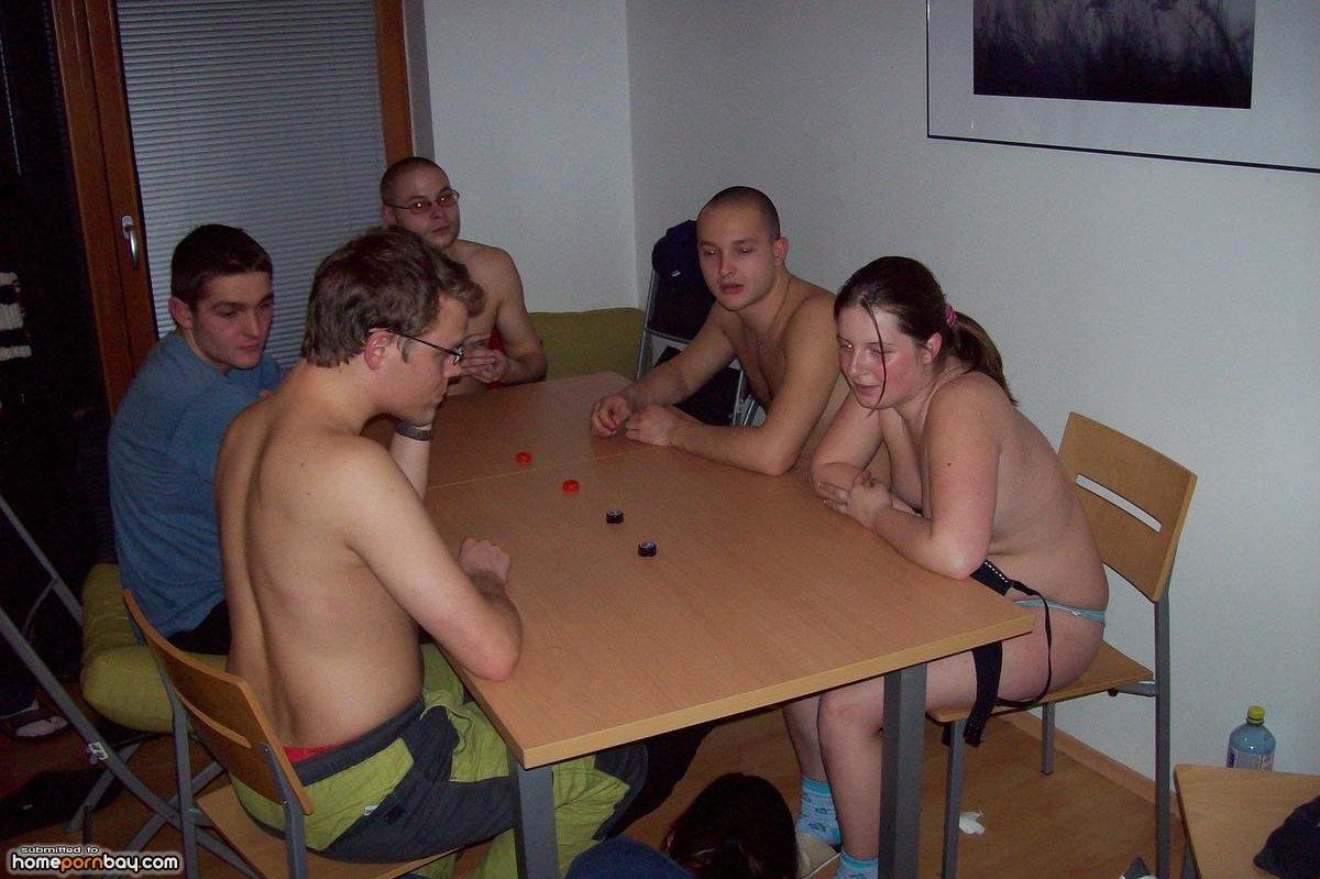 Русские игры на раздевание онлайн, Шашки на раздевание - играть онлайн бесплатно 23 фотография