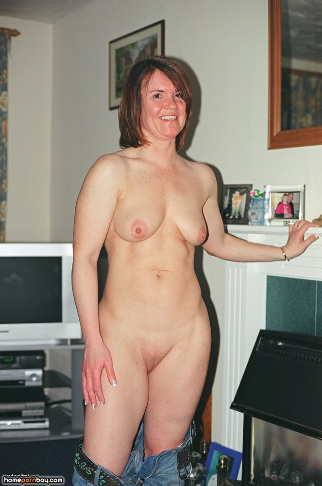 Mature wife nude on bed