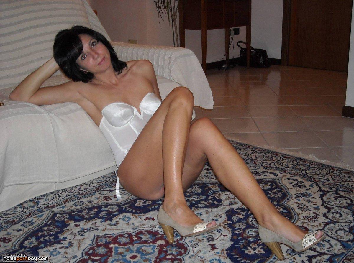 Brunette mature porn pics