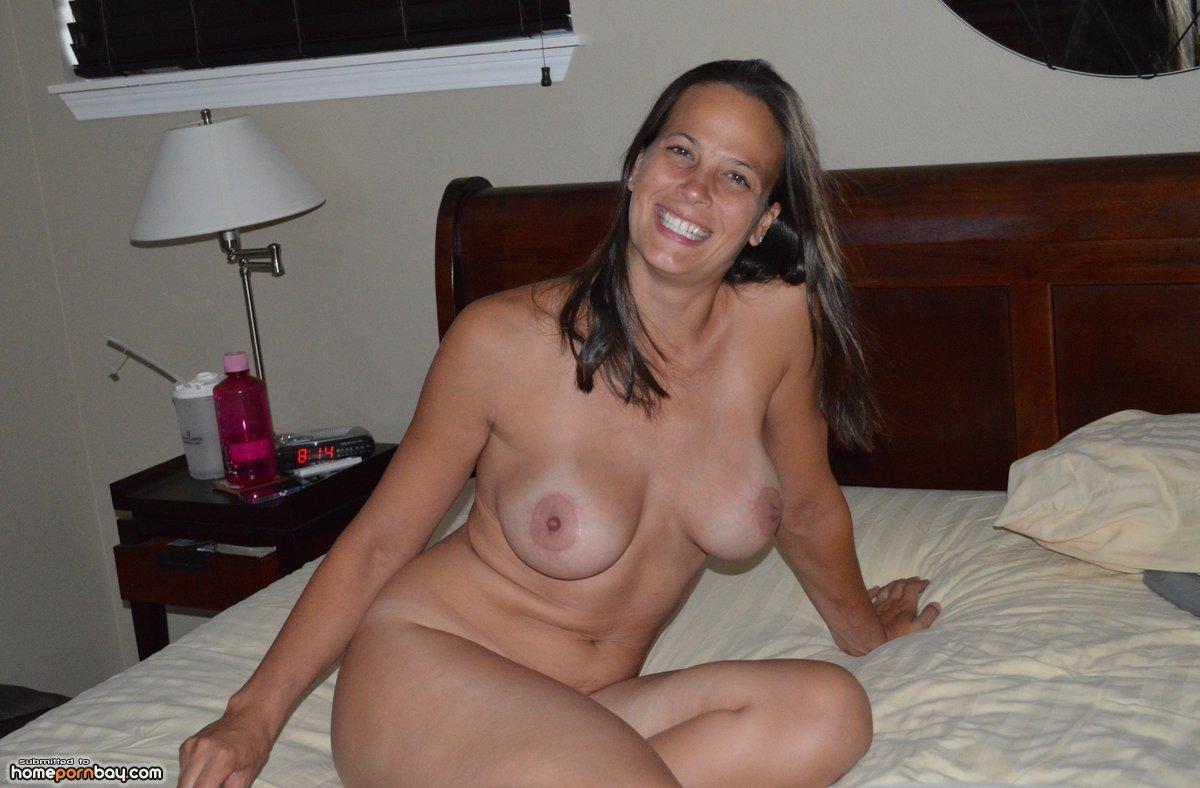 nude Wife posing