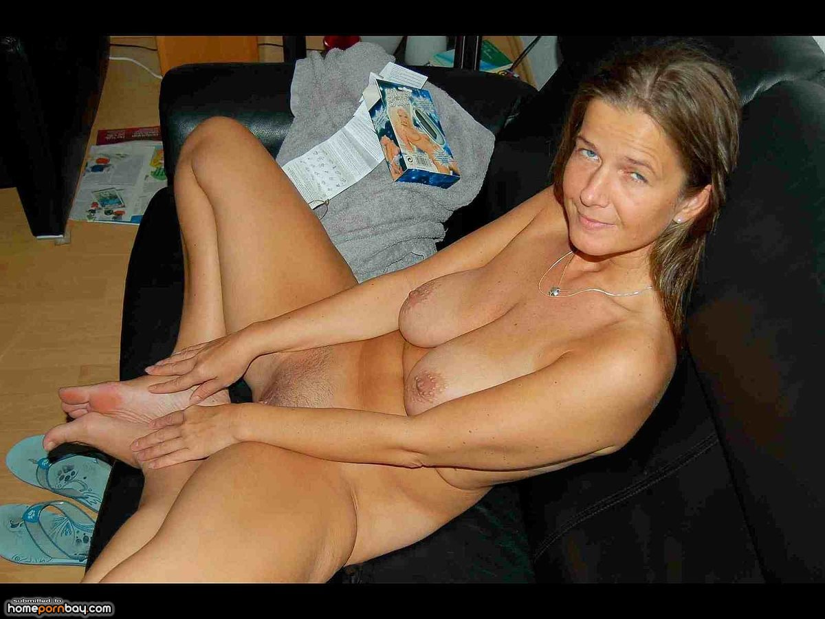 mature-nude-at-home-pics-woman-fingering-herself