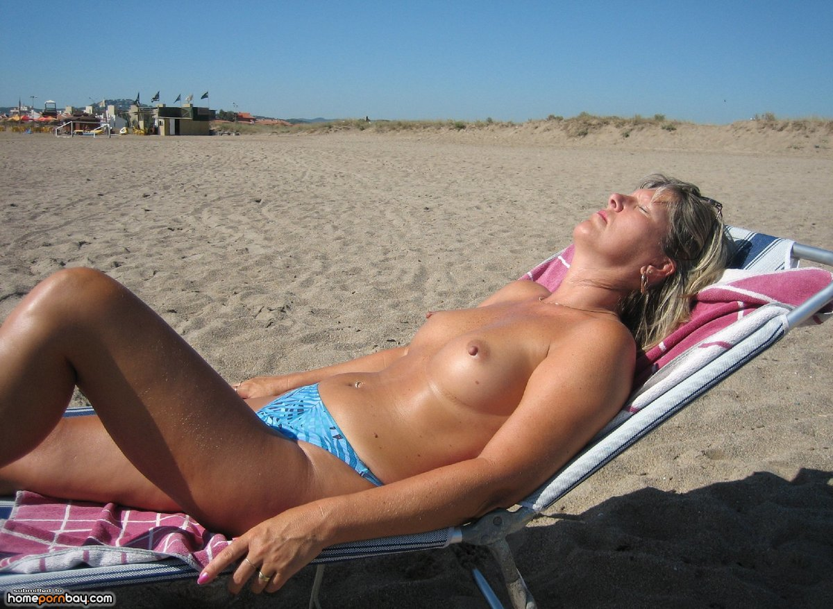 Topless sunbathing sunbather pics — 7