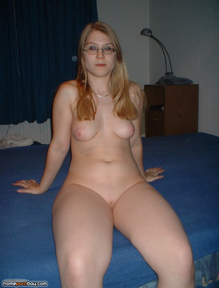 curvy-blonde-naked-wife