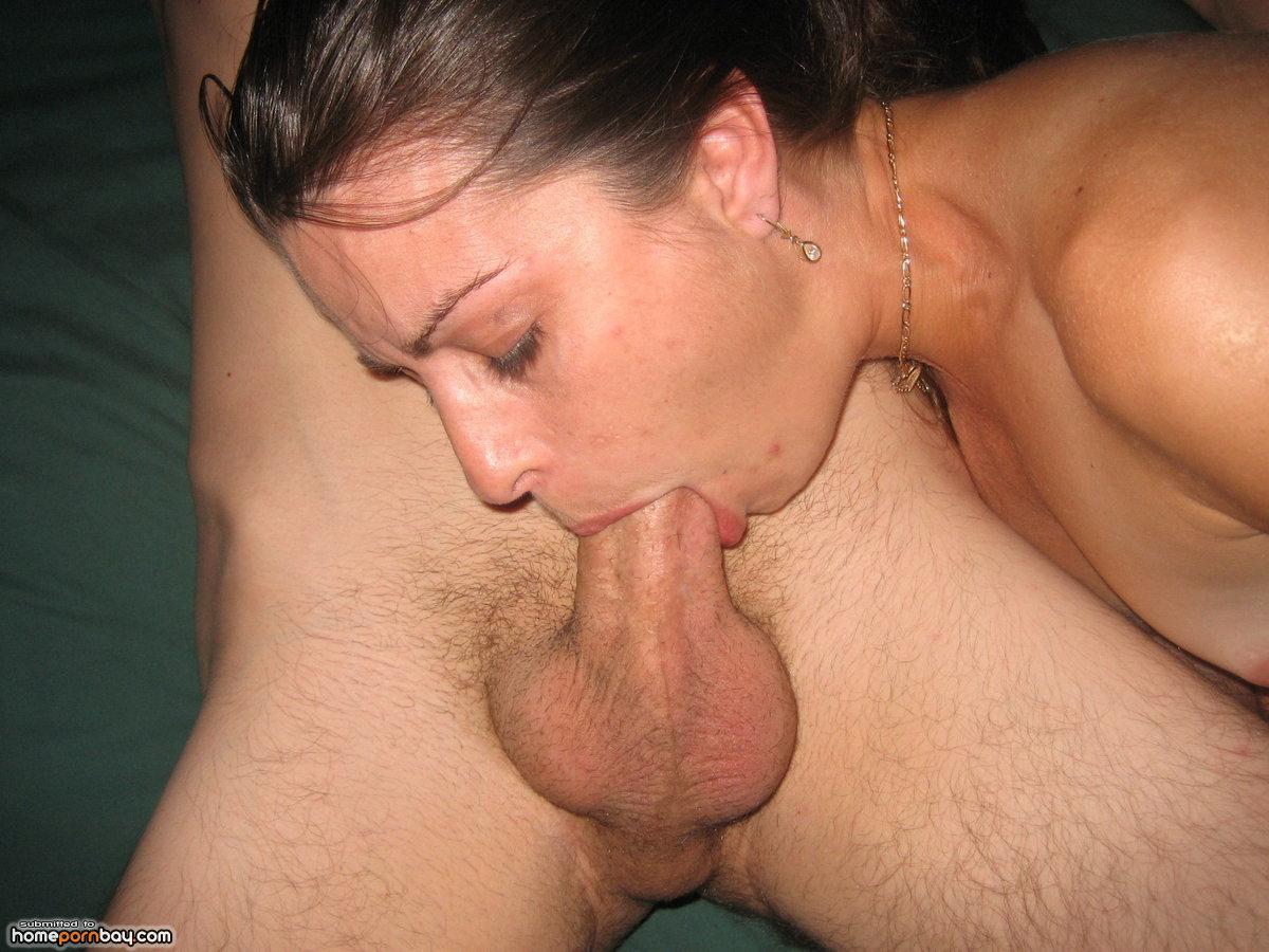 Жена сосет мужу глубоко порно