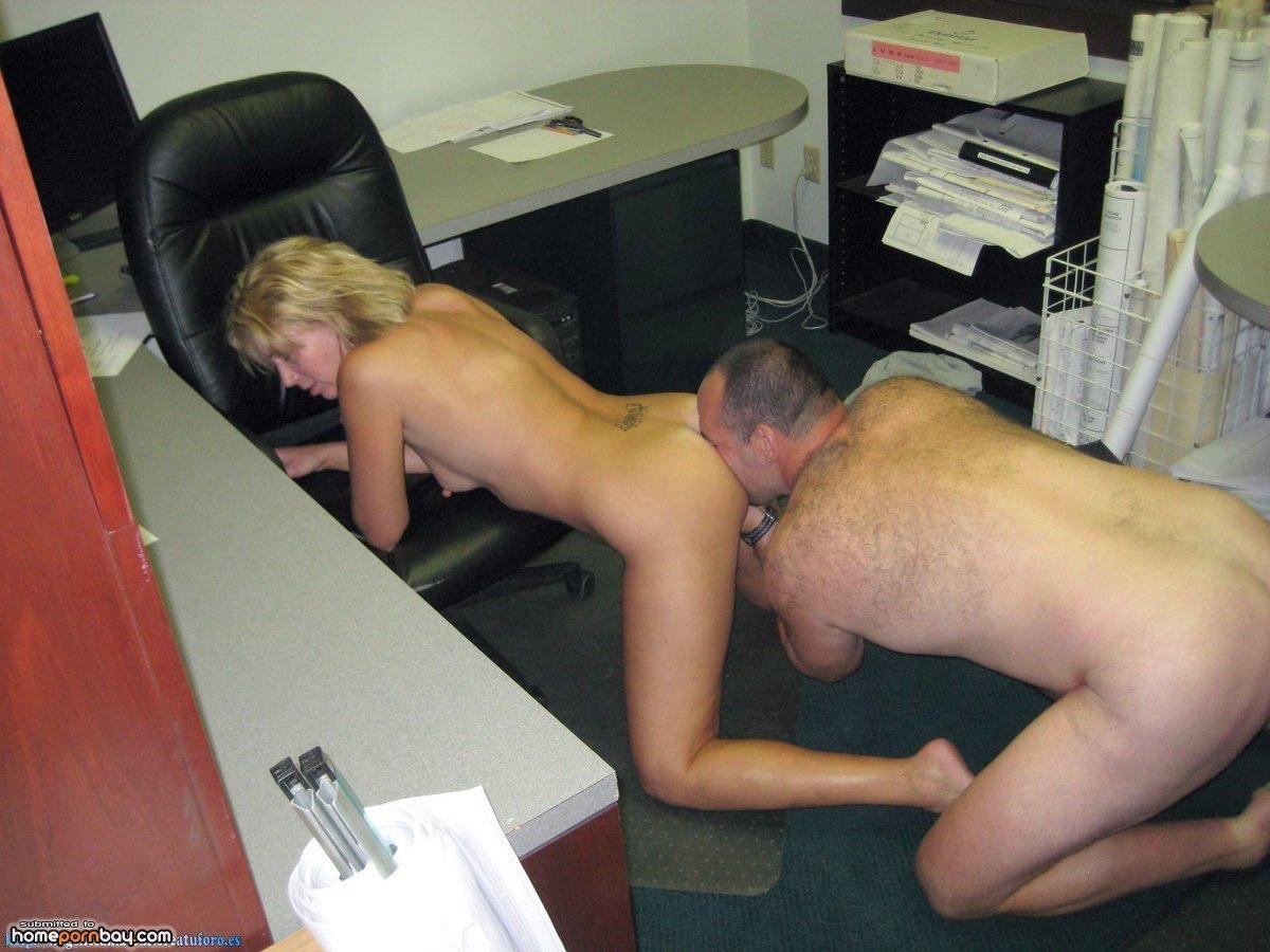 Подглядывание женских русский скрытый реальный секс на работе брюнетки