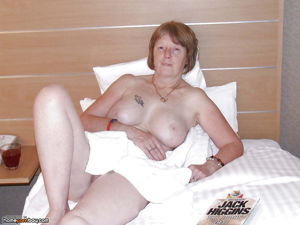 Amateur mature men flashing