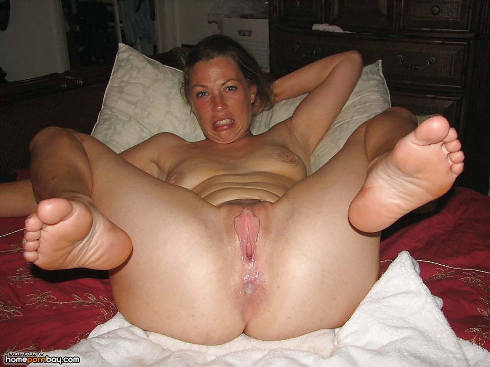 Mom spreads legs for son