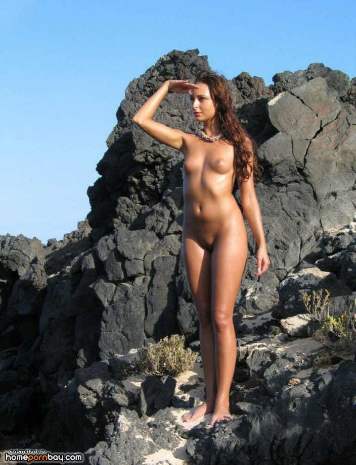 Ruslana e nude in hot pink