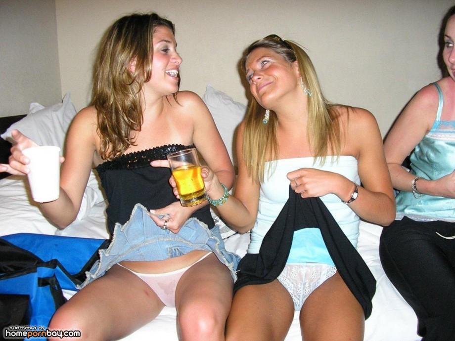 college-upskirt-no-panties