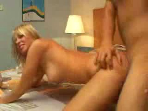 Takes in ass the amateur blonde it